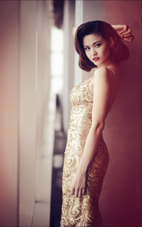 Trương Quỳnh Anh đẹp kiêu kỳ với vòng một đầy đặn