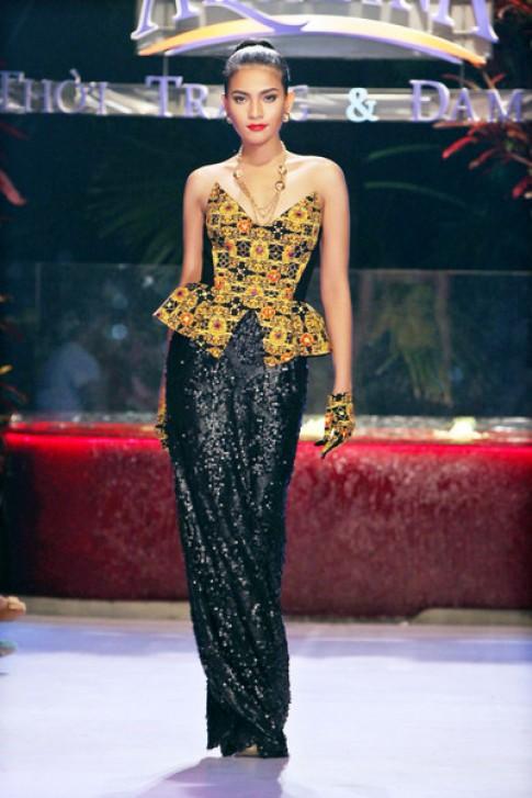 Trương Thị May biến hóa với phong cách Gothic