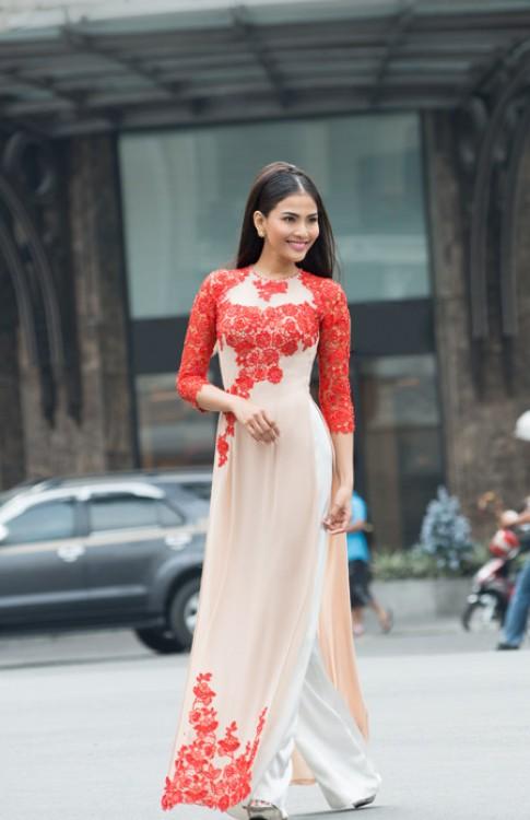 Trương Thị May, Diễm Hương đằm thắm trong áo dài hoa