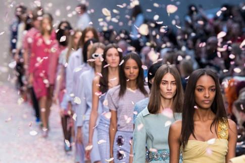 Tuần lễ thời trang New York thâu tóm đối thủ