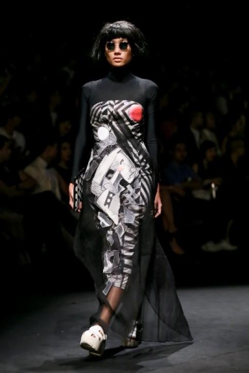 Váy áo họa tiết hình học của Võ Công Khanh (tiếp)