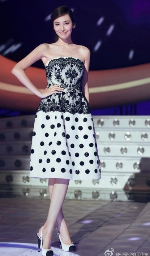 Váy áo hợp mốt của Ngô Bội Từ khi mang bầu