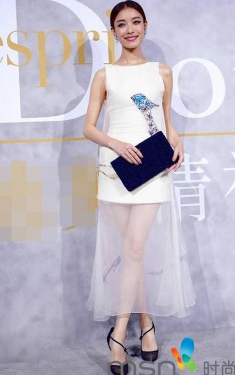 Váy áo tôn vẻ nền nã của Nghê Ni