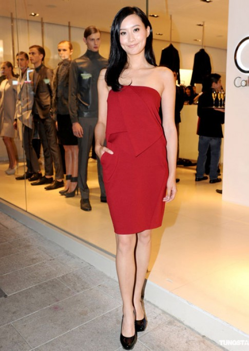 Váy áo tôn vẻ nữ tính của Trần Pháp Lai