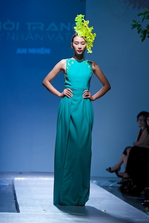 Váy áo xuyên thấu tràn ngập sàn catwalk xuân hè 2014