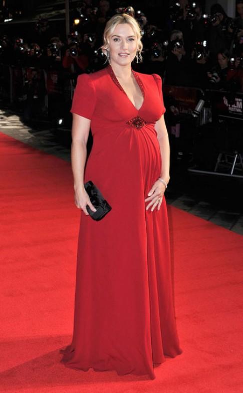Váy bầu của Kate Winslet vào top đẹp nhất tuần