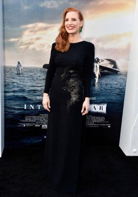 Váy có dáng dấp áo dài của Jessica Chastain đẹp nhất tuần qua