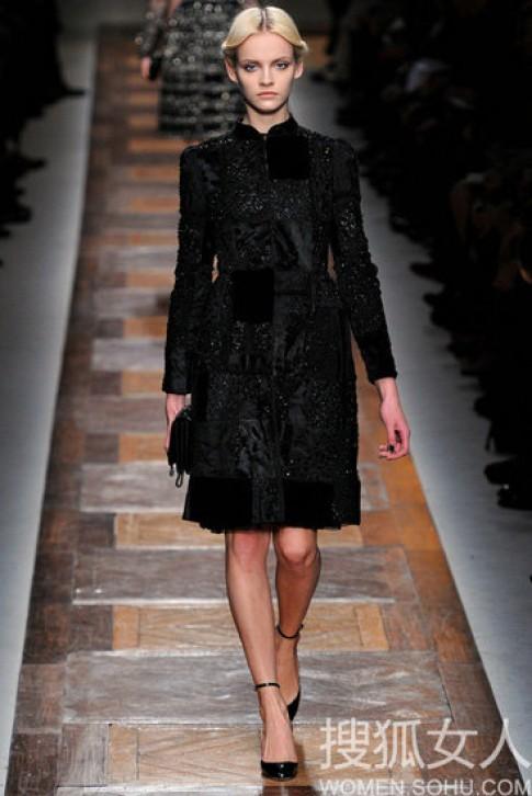 Váy đen lôi cuốn của Valentino cho thu đông 2012