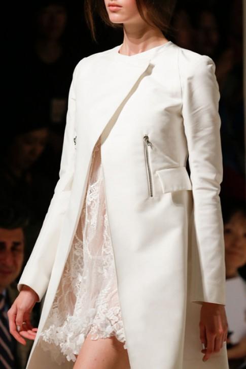 Váy ren trắng mùa hè lãng mạn của Nina Ricci