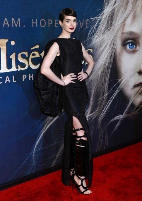 Váy 'thiếu quần chíp' của Anne vào top đẹp nhất tuần
