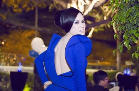 Victoria Phương Nguyễn khoe lưng trần