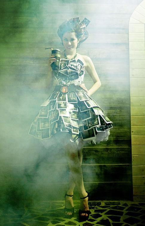Victoria Phương Nguyễn mặc váy kết từ 100 bức ảnh