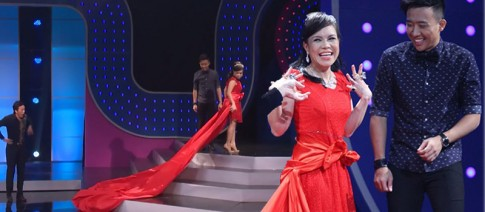 Việt Hương 'chặt chém' Lý Nhã Kỳ bằng váy dài 10m và trang sức giả
