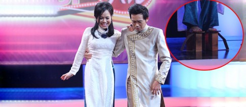 Việt Hương mang guốc khủng để 'chặt chém' siêu mẫu Xuân Lan
