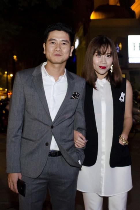 Vợ chồng Lưu Hương Giang mặc đồng điệu