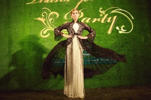 Võ Hoàng Yến kiêu hãnh với áo dài kết hoa
