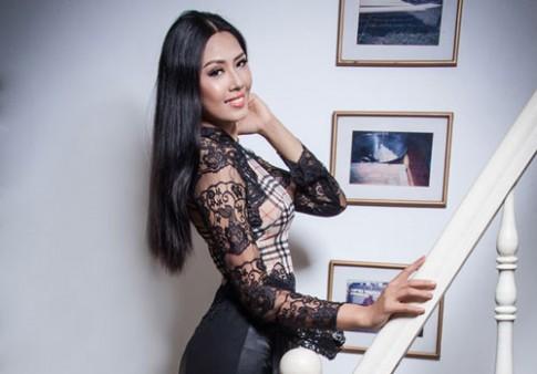Võ Việt Chung giải thích về áo dài họa tiết Burberry của Nguyễn Thị Loan