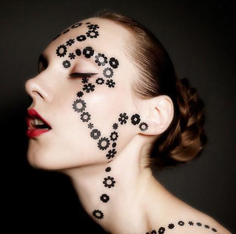 Xu hướng Face Lace đổ bộ nền công nghiệp thời trang