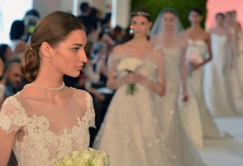 Xu hướng tóc cô dâu đơn giản ở Tuần thời trang Xuân
