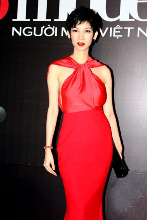Xuân Lan đỏ rực đi xem chung kết Top Model 2013