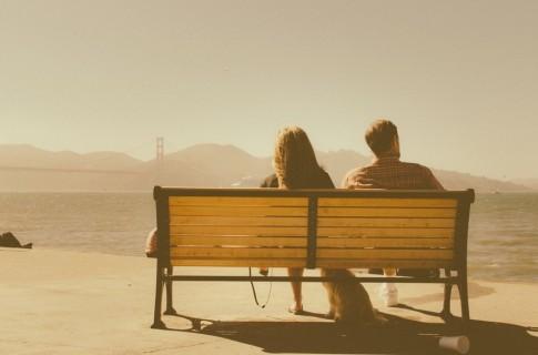 """Yêu xa, người ta """"quen"""" với việc luôn phải một mình..."""