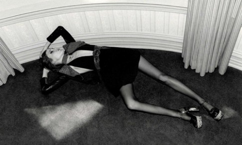 Yves Saint Laurent bị 'sờ gáy' vì cổ súy người mẫu gầy