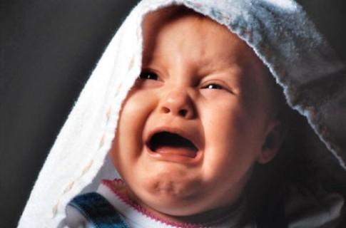 12 lý do dễ làm bé quấy khóc
