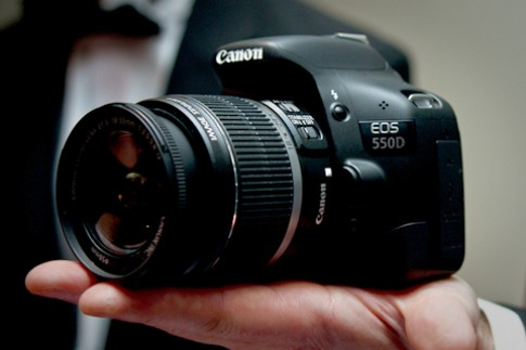 4 mẫu máy ảnh DSLR đang bán tốt