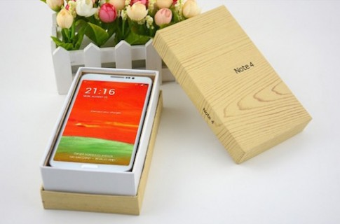 4 smartphone thiết kế hệt Galaxy Note 4