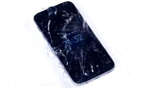 5 smartphone đời mới có tính năng chống nước