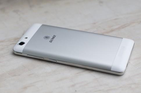 5 smartphone giá rẻ, pin khỏe mới ra mắt