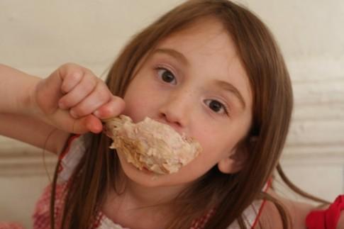 5 thời điểm không nên cho trẻ ăn