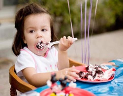 6 bước dạy trẻ 2 tuổi sống tự lập