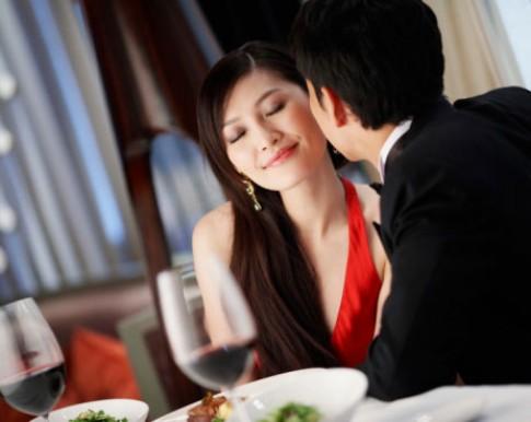 6 chiêu hoàn hảo dùng lợi thế... đàn bà để quyến rũ đàn ông