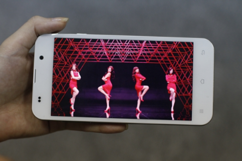 7 điểm nhấn trên smartphone giá rẻ Revo LEAD