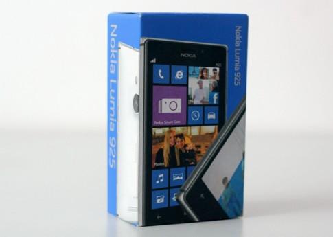Ảnh 'đập hộp' Nokia Lumia 925 chính hãng