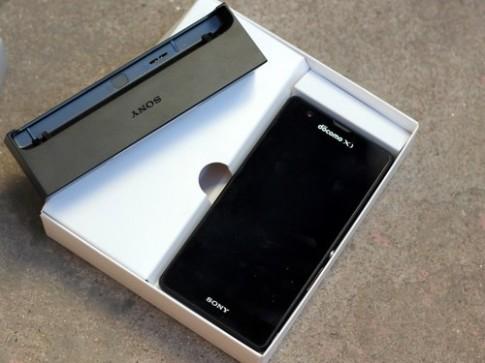 """Ảnh """"đập hộp"""" Sony Xperia ZR ở Việt Nam"""