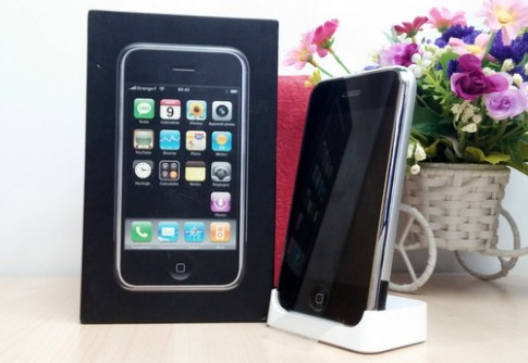 Ảnh iPhone 2G hàng độc chưa kích hoạt ở Việt Nam