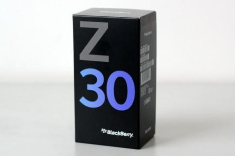 Ảnh mở hộp BlackBerry Z30 ở Việt Nam