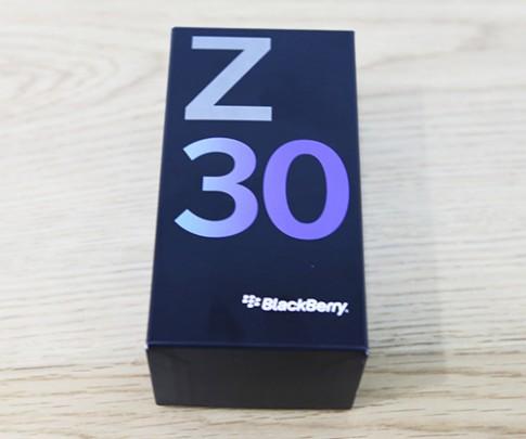 Ảnh mở hộp BlackBerry Z30 tại Việt Nam