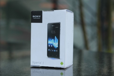 Ảnh 'mở hộp' Sony Xperia J