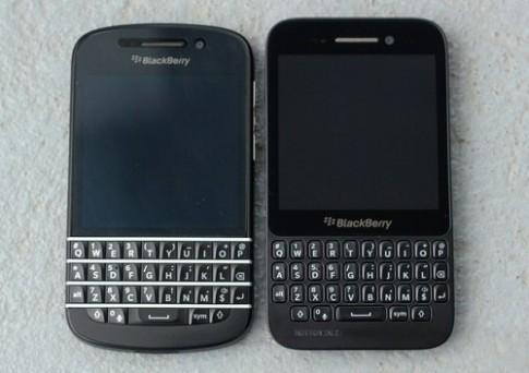 Ảnh so sánh BlackBerry Q5 với Q10