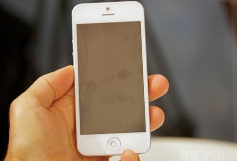 Ảnh thực tế bản mẫu iPhone 5 màu trắng