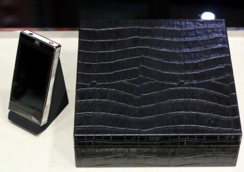 Ảnh thực tế điện thoại siêu sang giá 3 tỷ đồng Dior Rêverie