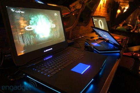 Ảnh thực tế laptop Alienware 18