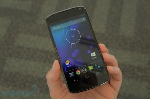 Ảnh thực tế Nexus 4 màu trắng