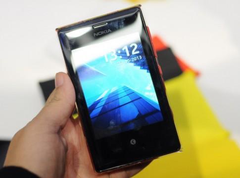 Ảnh thực tế Nokia Asha 502 mới