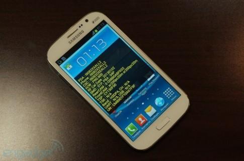 Ảnh thực tế smartphone 5 inch giá rẻ nhất của Samsung