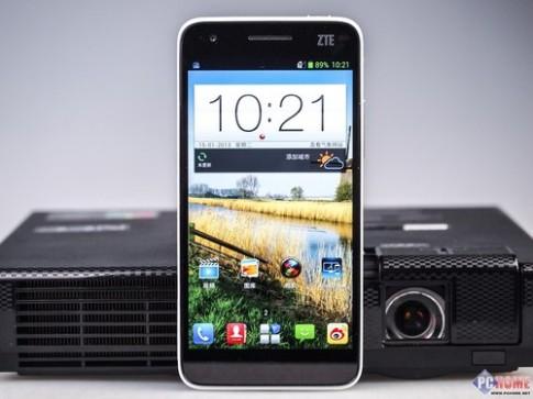 Ảnh thực tế smartphone Full HD mỏng nhất thế giới