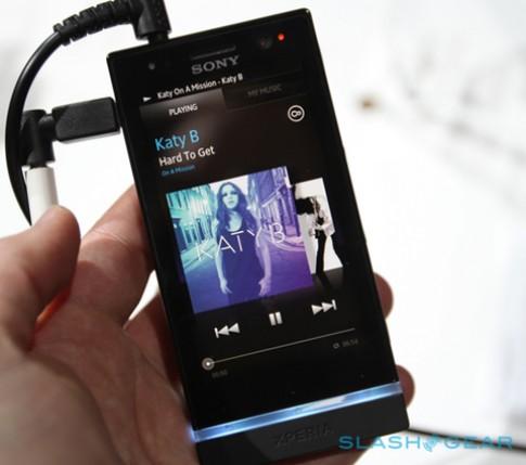 Ảnh thực tế smartphone Xperia U của Sony